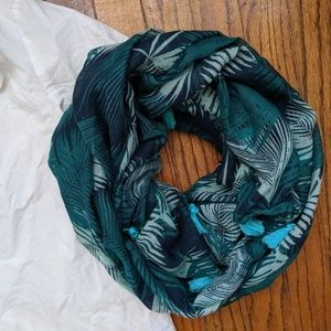 Accessories - 🌿2 for 12🌿 Palm Leaf Print Circle Scarf